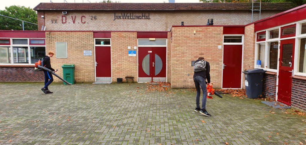 Werkwinkel de Liemers aan de slag bij DVC clubgebouw